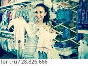 Купить «Woman choosing baby pajamas in kids boutique», фото № 28826666, снято 7 июня 2020 г. (c) Яков Филимонов / Фотобанк Лори