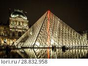 Купить «Museum Louvre at night with red flash in pyramid», фото № 28832958, снято 5 сентября 2014 г. (c) Сурикова Ирина / Фотобанк Лори