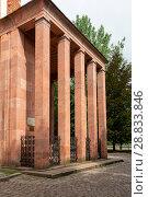 Купить «Часовня над могилой Иммануила Канта. Калининград», эксклюзивное фото № 28833846, снято 13 июля 2018 г. (c) Александр Щепин / Фотобанк Лори