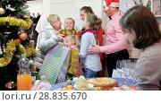 Купить «Happy family is celebrating New Year together and meeting in hallway at home.», видеоролик № 28835670, снято 17 января 2018 г. (c) Яков Филимонов / Фотобанк Лори