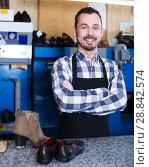 Купить «Cheerful man worker displaying his workplace», фото № 28842574, снято 2 февраля 2017 г. (c) Яков Филимонов / Фотобанк Лори