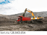 Купить «Large quarry dump truck. Loading the rock in dumper. Loading coal into body truck. Production useful minerals. Mining truck mining machinery, to transport coal from open-pit as the coal production.», фото № 28843654, снято 22 июня 2018 г. (c) Сергей Тимофеев / Фотобанк Лори