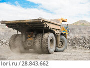 Купить «Large quarry dump truck. Loading the rock in dumper. Loading coal into body truck. Production useful minerals. Mining truck mining machinery, to transport coal from open-pit as the coal production.», фото № 28843662, снято 22 июня 2018 г. (c) Сергей Тимофеев / Фотобанк Лори