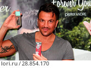 Купить «Peter Andre launches his new fragrance 'Forever Young' and signs copies of his 2017 calendar at the Orchards Shopping Centre in Taunton Featuring: Peter...», фото № 28854170, снято 11 марта 2017 г. (c) age Fotostock / Фотобанк Лори