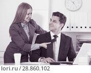 Купить «Businesswoman seducing male colleague», фото № 28860102, снято 20 апреля 2017 г. (c) Яков Филимонов / Фотобанк Лори