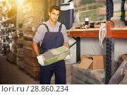 Купить «Craftsman is choosing cement», фото № 28860234, снято 26 июля 2017 г. (c) Яков Филимонов / Фотобанк Лори
