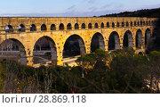 Купить «Pont du Gard, an ancient Roman bridge in southern France», фото № 28869118, снято 8 декабря 2017 г. (c) Яков Филимонов / Фотобанк Лори