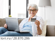 Купить «senior woman with laptop and credit card at home», фото № 28870286, снято 24 мая 2018 г. (c) Syda Productions / Фотобанк Лори