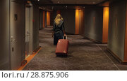 Купить «Hotel guest with trolley case walking to the room», видеоролик № 28875906, снято 18 декабря 2017 г. (c) Данил Руденко / Фотобанк Лори