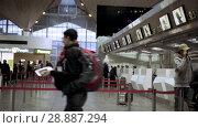 Купить «People in line to check-in counter, early morning in Pulkovo airport», видеоролик № 28887294, снято 6 июня 2018 г. (c) Ирина Мойсеева / Фотобанк Лори