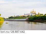Купить «Tura River Embankment in Tyumen, Russia. Holy Trinity Monastery.», фото № 28887642, снято 2 августа 2018 г. (c) Землянникова Вероника / Фотобанк Лори