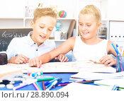 Купить «Girl and boy are satisfied of play in board game», фото № 28890094, снято 7 августа 2017 г. (c) Яков Филимонов / Фотобанк Лори