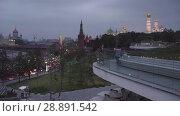 Купить «Girls take pictures on the viewpoint of Zaryadie park, Moscow Kremlin view», видеоролик № 28891542, снято 25 июля 2018 г. (c) Ирина Мойсеева / Фотобанк Лори