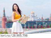 Happy young urban woman in european city. Стоковое фото, фотограф Дмитрий Травников / Фотобанк Лори