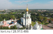 Купить «Flight of the camera over Saint Sophia orthodox cathedral and church of Resurrection of Jesus in a sunny summer day in Vologda Kremlin», видеоролик № 28913486, снято 30 июля 2018 г. (c) Mikhail Starodubov / Фотобанк Лори