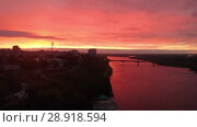Купить «Flight of the camera over the embankment of the city of Kirov and the river Vyatka. Bright blood red sunset over the river and dramatic clouds Kirov, Russia», видеоролик № 28918594, снято 9 августа 2018 г. (c) Mikhail Starodubov / Фотобанк Лори
