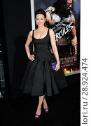 Carla Gugino (wearing a Zac Posen dress) at arrivals for HERCULES Premiere, TCL Chinese 6 Theatres (formerly Grauman's), Los Angeles, CA July 23, 2014... Редакционное фото, фотограф Elizabeth Goodenough/Everett Collection / age Fotostock / Фотобанк Лори