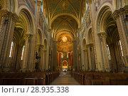 В старинном католическом костеле святых Кирилла и Мефодия в Карлине. Прага (2018 год). Стоковое фото, фотограф Виктор Карасев / Фотобанк Лори