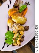 Baked honey funguses, champignons with potatoes, caramelized shallot, balsamic. Стоковое фото, фотограф Яков Филимонов / Фотобанк Лори