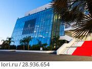 Купить «Cannes Palace of Festivals and Conferences», фото № 28936654, снято 3 декабря 2017 г. (c) Яков Филимонов / Фотобанк Лори