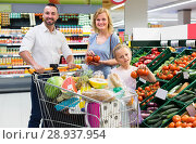 Купить «Family picking veggies in food store», фото № 28937954, снято 27 мая 2019 г. (c) Яков Филимонов / Фотобанк Лори
