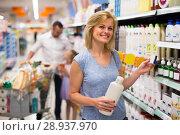 Купить «Woman selecting shampoo in supermarket», фото № 28937970, снято 15 ноября 2018 г. (c) Яков Филимонов / Фотобанк Лори