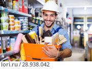 Купить «Workman holding basket with picked tools in paint store», фото № 28938042, снято 13 сентября 2017 г. (c) Яков Филимонов / Фотобанк Лори