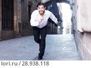 Купить «Emotional man in formalwear running», фото № 28938118, снято 5 августа 2017 г. (c) Яков Филимонов / Фотобанк Лори