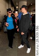 Купить «Paris Hilton with her new boyfriend Chris Zylka at Los Angeles International Airport (LAX) Featuring: Paris Hilton, Chris Zylka Where: Los Angeles, California...», фото № 28939186, снято 28 марта 2017 г. (c) age Fotostock / Фотобанк Лори