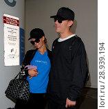 Купить «Paris Hilton with her new boyfriend Chris Zylka at Los Angeles International Airport (LAX) Featuring: Paris Hilton, Chris Zylka Where: Los Angeles, California...», фото № 28939194, снято 28 марта 2017 г. (c) age Fotostock / Фотобанк Лори