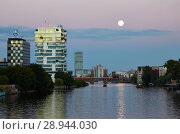 Купить «Berlin, Germany, evening view along the river Spree», фото № 28944030, снято 19 июля 2016 г. (c) Caro Photoagency / Фотобанк Лори