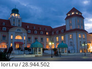Binz, Germany, Kurhaus Binz in the evening (2007 год). Редакционное фото, агентство Caro Photoagency / Фотобанк Лори