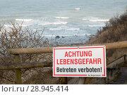 Купить «Breege, Germany, warning sign on the steep coast of Cape Arkona», фото № 28945414, снято 31 января 2017 г. (c) Caro Photoagency / Фотобанк Лори