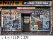 Berlin, Germany, showcase of a driving school in Schlesische Strasse in Berlin-Kreuzberg (2015 год). Редакционное фото, агентство Caro Photoagency / Фотобанк Лори