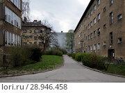 Купить «Berlin, Germany, Unsanierte housing development in the Grellstrasse in Berlin-Prenzlauer Berg», фото № 28946458, снято 6 апреля 2016 г. (c) Caro Photoagency / Фотобанк Лори