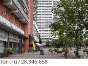 Купить «Berlin, Germany, prefabricated buildings on Anton-Saefkow-Platz in Berlin-Fennpfuhl», фото № 28946658, снято 19 июня 2016 г. (c) Caro Photoagency / Фотобанк Лори