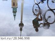 Купить «Berlin, Germany, reflection of a cyclist and TV tower in a Pfuetze at Alexanderplatz in Berlin-Mitte», фото № 28946998, снято 21 августа 2016 г. (c) Caro Photoagency / Фотобанк Лори