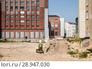 Berlin, Germany, Undeveloped property in the Zimmerstrasse in Berlin-Mitte, in the background the E-Werk (2016 год). Редакционное фото, агентство Caro Photoagency / Фотобанк Лори