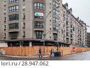 Купить «Berlin, Germany, preparations for the demolition of prefabricated buildings in the Wilhelmstrasse in Berlin-Mitte», фото № 28947062, снято 1 октября 2016 г. (c) Caro Photoagency / Фотобанк Лори