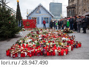Купить «Berlin, Germany, victims' candles to commemorate the victims of the terrorist attack on Breitscheidplatz on 19 December 2016», фото № 28947490, снято 29 декабря 2016 г. (c) Caro Photoagency / Фотобанк Лори