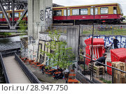 Berlin, Germany, Cafe and Club Else at the Elsenbruecke in Berlin-Alt-Treptow (2017 год). Редакционное фото, агентство Caro Photoagency / Фотобанк Лори