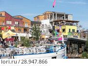 Berlin, Germany, Club Holzmarkt 25 in the Holzmarktstrasse in Berlin-Friedrichshain (2017 год). Редакционное фото, агентство Caro Photoagency / Фотобанк Лори