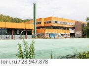 Купить «Berlin, Germany, ruin of the Diesterweg Gymnasium in the Swinemuender Strasse in Berlin-Gesundbrunnen», фото № 28947878, снято 9 июля 2017 г. (c) Caro Photoagency / Фотобанк Лори