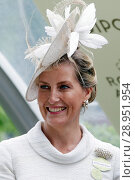 Купить «Royal Ascot, Portrait of HRH Sophie, Countess of Wessex», фото № 28951954, снято 22 июня 2017 г. (c) Caro Photoagency / Фотобанк Лори
