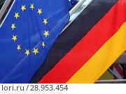 Купить «Reischach, Italy, flag of the European Union and national flag of the Federal Republic of Germany», фото № 28953454, снято 9 февраля 2018 г. (c) Caro Photoagency / Фотобанк Лори