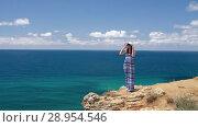 Купить «Woman watching seascape», видеоролик № 28954546, снято 9 августа 2018 г. (c) Илья Шаматура / Фотобанк Лори