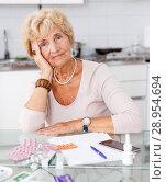 Купить «Confused woman among a lot of tablets», фото № 28954694, снято 11 июля 2018 г. (c) Яков Филимонов / Фотобанк Лори