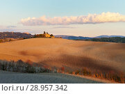 Купить «Italy. Rural Tuscany in Autumn. Fields and arable land in the hills near the town of Pienza at sunset», фото № 28957342, снято 25 сентября 2013 г. (c) Виктория Катьянова / Фотобанк Лори