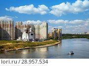 The Nikolskaya church on bank of Moskva river in Pavshino (2018 год). Стоковое фото, фотограф Юлия Кузнецова / Фотобанк Лори