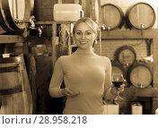 Купить «Woman selecting wine in wine house», фото № 28958218, снято 16 августа 2018 г. (c) Яков Филимонов / Фотобанк Лори
